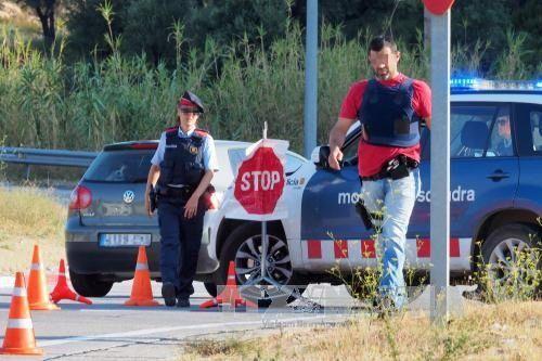 Nghi phạm lái xe tải khủng bố tại Barcelona bị truy lùng gắt gao - Ảnh 1