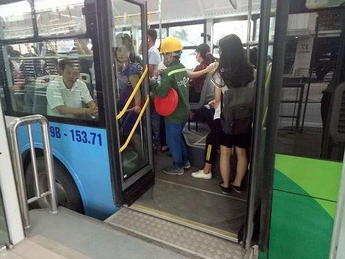Xe buýt nhanh BRT có quá tải trong giờ cao điểm? - Ảnh 7