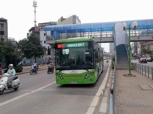 Xe buýt nhanh BRT có quá tải trong giờ cao điểm? - Ảnh 1