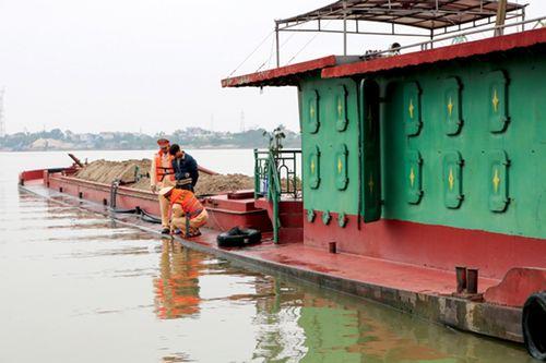 """Nam Định: Tràn lan tàu thuyền """"ma"""" trên sông Đào - Ảnh 3"""