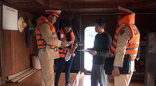 """Nam Định: Tràn lan tàu thuyền """"ma"""" trên sông Đào - Ảnh 1"""