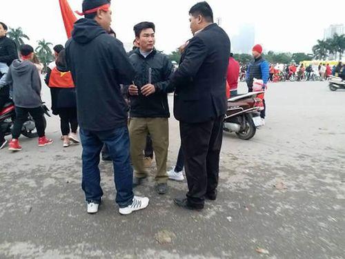 Phát hiện kẻ trục lợi, lừa đảo bán vé tại sân vận động Mỹ Đình - Ảnh 1