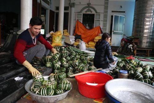 Hà Nội: Gia đình mỗi ngày gói hơn 1000 bánh chưng bán dịp Tết  - Ảnh 2