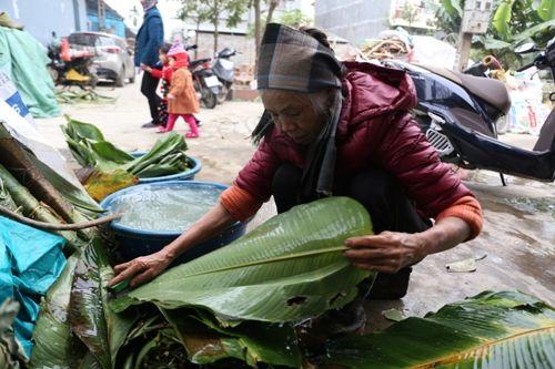 Hà Nội: Gia đình mỗi ngày gói hơn 1000 bánh chưng bán dịp Tết  - Ảnh 1