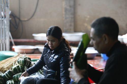 Hà Nội: Gia đình mỗi ngày gói hơn 1000 bánh chưng bán dịp Tết  - Ảnh 3