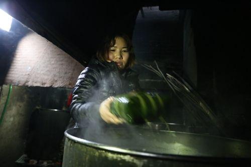 Hà Nội: Gia đình mỗi ngày gói hơn 1000 bánh chưng bán dịp Tết  - Ảnh 9