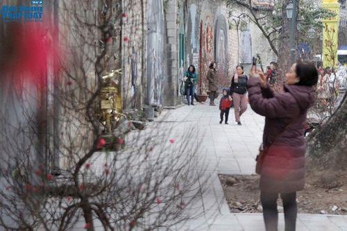 Ngắm vẻ đẹp khó cưỡng của phố bích họa Phùng Hưng vừa hoàn thiện - Ảnh 5