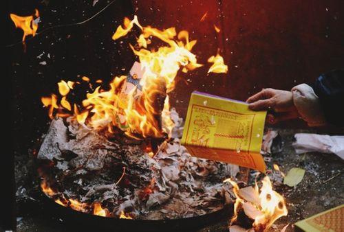 'Người Việt đang mắc phải 6 sai lầm cực lớn khi đốt vàng mã' - Ảnh 1