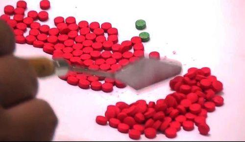 Bắt giữ cặp đôi nam nữ mang theo gần 200 viên ma túy tổng hợp - Ảnh 2