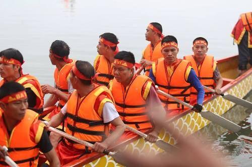 Lần đầu tiên Hà Nội tổ chức Lễ hội bơi chải thuyền rồng trên hồ Tây - Ảnh 2