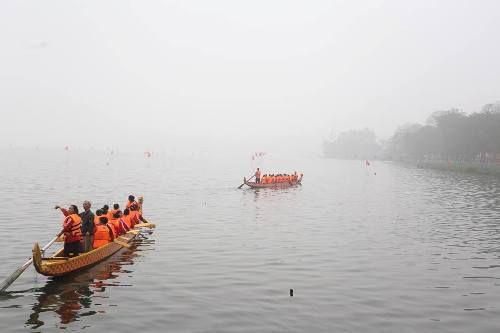 Lần đầu tiên Hà Nội tổ chức Lễ hội bơi chải thuyền rồng trên hồ Tây - Ảnh 8