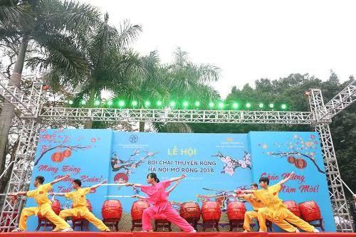 Lần đầu tiên Hà Nội tổ chức Lễ hội bơi chải thuyền rồng trên hồ Tây - Ảnh 1