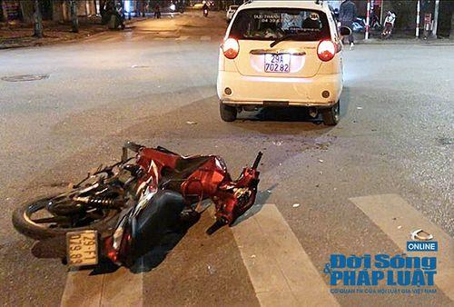 Đụng 141, nam thanh niên bỏ chạy ngược chiều đâm thẳng vào taxi - Ảnh 2