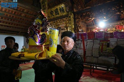 """Hà Nội: Hàng trăm người dân tham dự lễ """"Lấy Đỏ"""" đầu năm - Ảnh 4"""