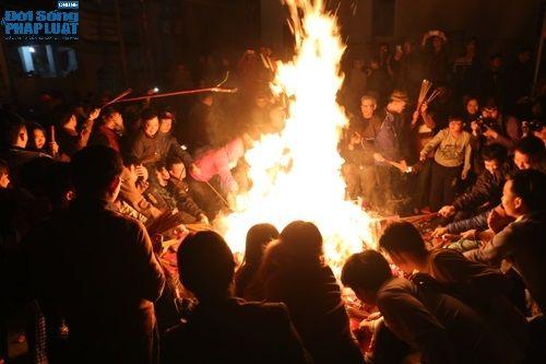 """Hà Nội: Hàng trăm người dân tham dự lễ """"Lấy Đỏ"""" đầu năm - Ảnh 6"""