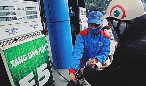 """Tăng thuế môi trường với xăng: Người dân sẽ phải """"cõng giá"""" - Ảnh 3"""