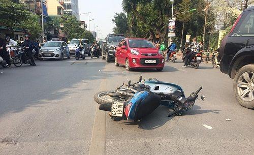 Hà Nội: Va chạm với xe buýt, người đàn ông đi xe máy tử vong tại chỗ - Ảnh 1