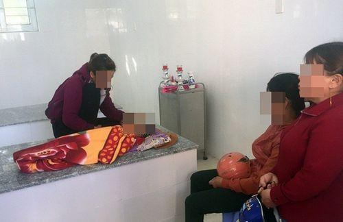Tình tiết mới trong vụ trẻ 24 tháng tử vong nghi sặc cháo ở Bình Định - Ảnh 1
