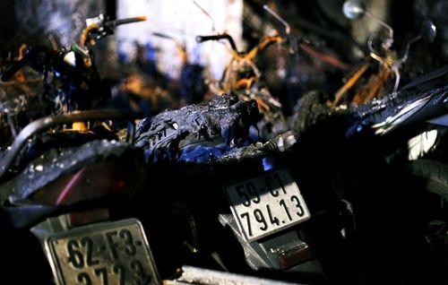 Ám ảnh những chiếc xe trơ khung, bám khói đen tại chung cư Carina - Ảnh 8
