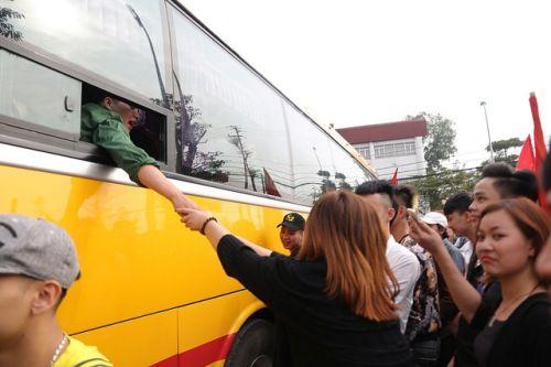Hà Nội: Nụ cười, nước mắt tiễn tân binh lên đường nhập ngũ - Ảnh 11