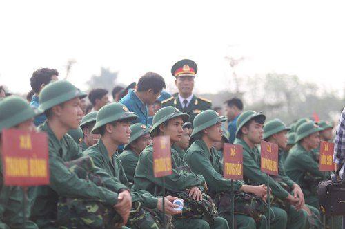 Hà Nội: Nụ cười, nước mắt tiễn tân binh lên đường nhập ngũ - Ảnh 3