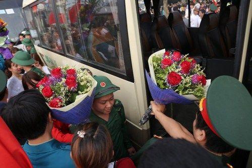 Hà Nội: Nụ cười, nước mắt tiễn tân binh lên đường nhập ngũ - Ảnh 8