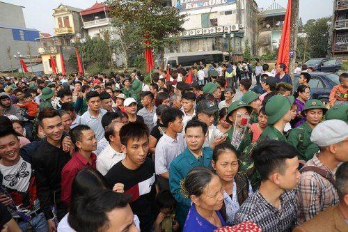 Hà Nội: Nụ cười, nước mắt tiễn tân binh lên đường nhập ngũ - Ảnh 7