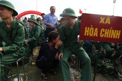 Hà Nội: Nụ cười, nước mắt tiễn tân binh lên đường nhập ngũ - Ảnh 6