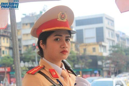 Ngày 8/3 của nữ cảnh sát giao thông xinh đẹp - Ảnh 4