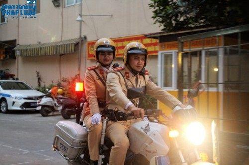Ngày 8/3 của nữ cảnh sát giao thông xinh đẹp - Ảnh 2