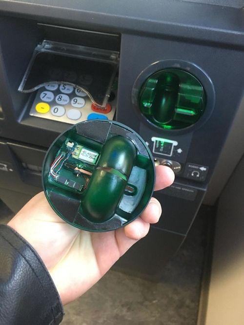 """Những cách đánh cắp mật khẩu ATM cực """"dị"""" trên thế giới - Ảnh 2"""