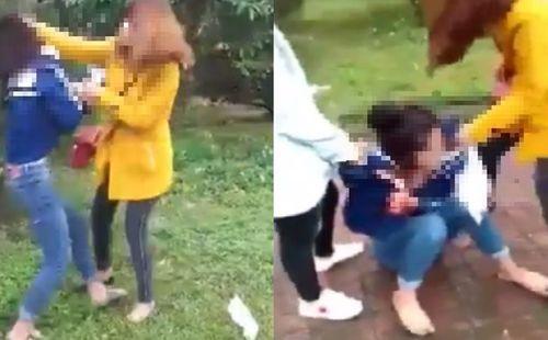 Vụ nữ sinh cấp 3 bị lột quần áo: Hai cô gái công khai xin lỗi trước toàn trường - Ảnh 2