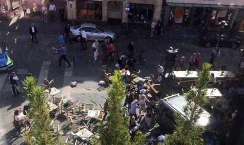 Vụ xe tải chở hàng đâm người đi bộ tại Đức: Có thể là khủng bố - Ảnh 1