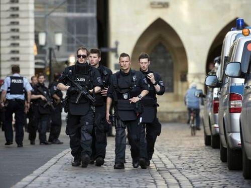 Vụ xe tải chở hàng đâm người đi bộ tại Đức: Có thể là khủng bố - Ảnh 2