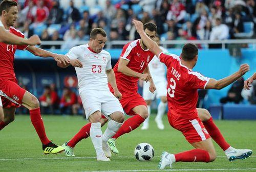 """""""Nổ súng"""" ở phút 90, Shaqiri giúp Thụy Sĩ vượt qua Serbia - Ảnh 1"""