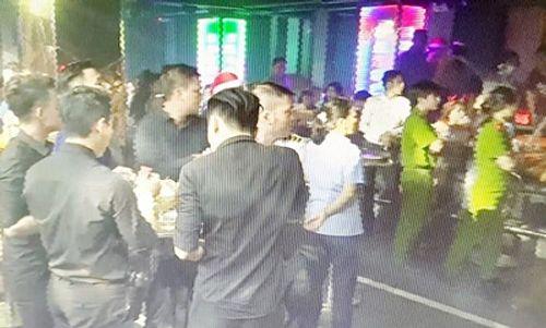 """Cảnh sát """"đột kích"""" 2 quán bar ở Sài Gòn, tạm giữ gần 100 dân chơi - Ảnh 1"""