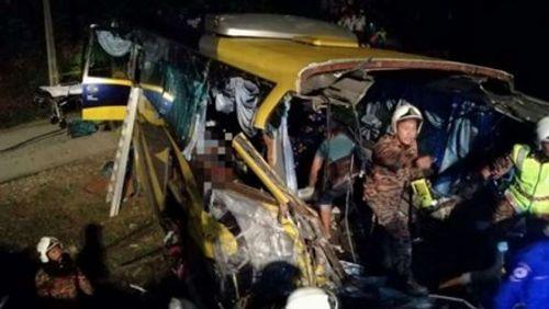 Xe bus lao xuống vách núi ngày Giáng sinh, 14 người thiệt mạng - Ảnh 1