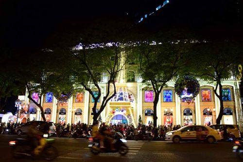 Không khí Giáng sinh lung linh sắc màu trên khắp cả nước - Ảnh 3