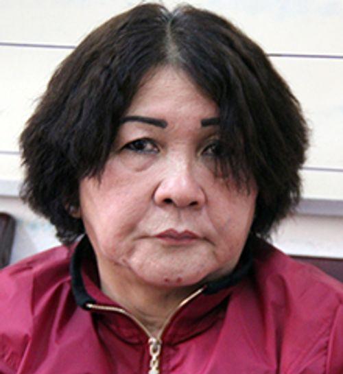 Lợi dụng sơ hở, bà lão tuổi 60 trộm trang sức tại tiệm vàng - Ảnh 1