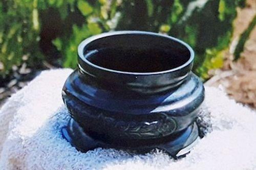 Người đàn bà tung tin sở hữu cổ vật đồng đen rồi rao bán với giá 10 triệu USD - Ảnh 1