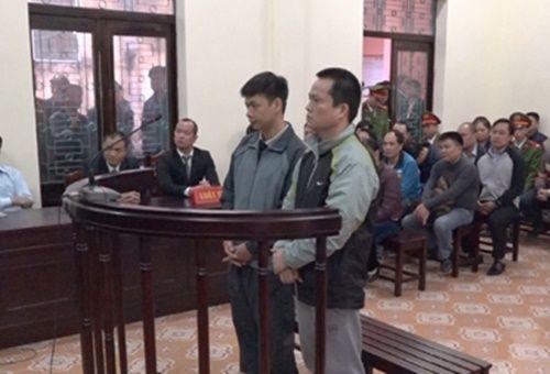 """Hơn 10 năm tù cho nhóm """"côn đồ"""" mang dao đến trụ sở  công an phường chém người - Ảnh 1"""