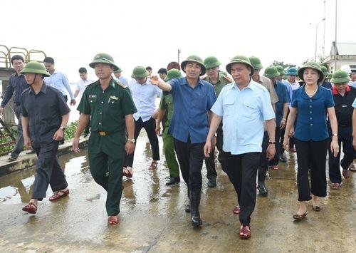 Hủy mọi cuộc họp, Thủ tướng đi thị sát, chỉ đạo hộ đê tại Ninh Bình - Ảnh 1