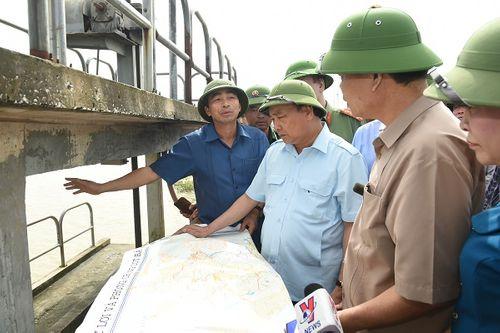 Hủy mọi cuộc họp, Thủ tướng đi thị sát, chỉ đạo hộ đê tại Ninh Bình - Ảnh 3