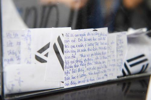 Hàng ngàn học sinh bật khóc, gửi lời tiễn biệt tới người thầy vĩ đại - PGS Văn Như Cương - Ảnh 2