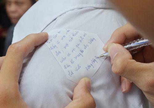 Hàng ngàn học sinh bật khóc, gửi lời tiễn biệt tới người thầy vĩ đại - PGS Văn Như Cương - Ảnh 3
