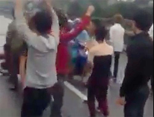 Công an vào cuộc vụ hàng chục thanh niên bật nhạc nhảy múa giữa quốc lộ 1A