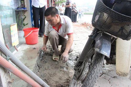 """Hà Nội tiếp tục mang xe cẩu, máy khoan """"đòi"""" vỉa hè cho người đi bộ - Ảnh 6"""