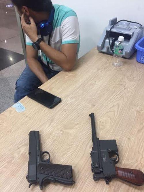 Phát hiện hai khẩu súng ngắn trong hành lý ở sân bay Tân Sơn Nhất - Ảnh 1