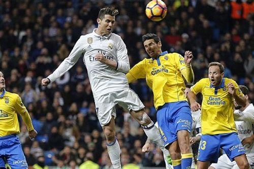 Siêu nhân Ronaldo giúp Real thoát thua, Barca thắng hủy diệt - Ảnh 1