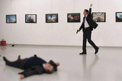 Vụ Đại sứ Nga bị bắn chết: Thổ Nhĩ Kỳ bắt cô gái người Nga - Ảnh 1